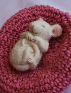 Needle felted sleepy mouse #feltanimals