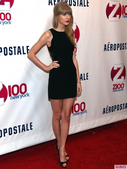 Taylor Swift red carpet sexy new style