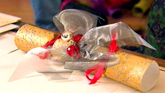 Make your own #Christmas #crackers!