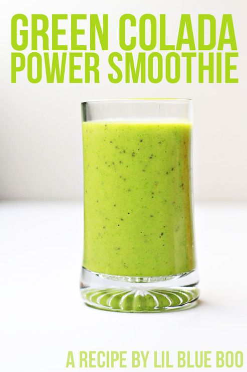 The Green Colada: healthy smoothie recipe with pina colada taste #smoothie #healthy #recipe