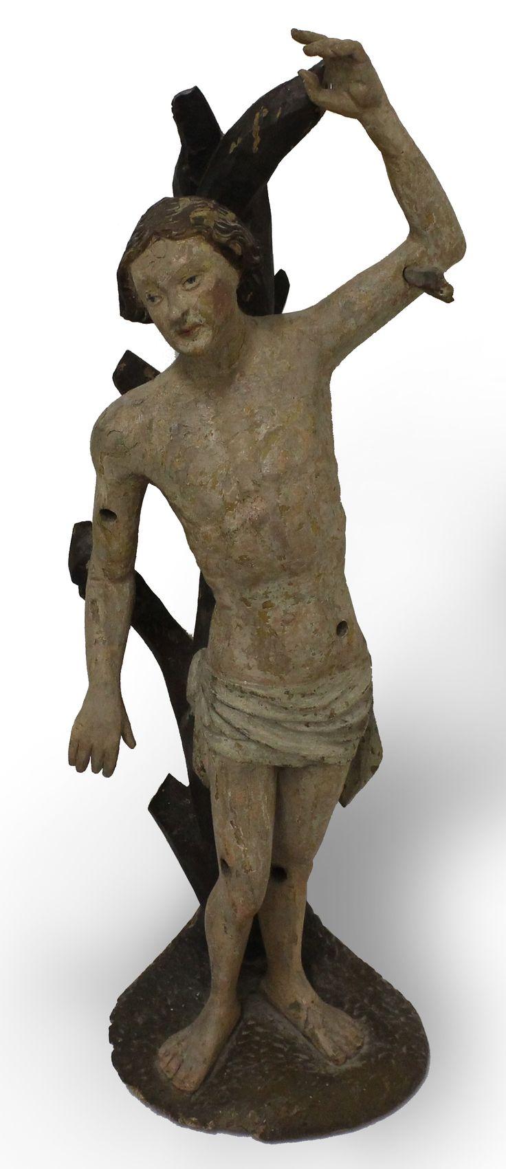 SVÄTÝ SEBASTIÁN  NEZNÁMY STREDOEURÓPSKY REZBÁR  Obdobie: koniec 15. storočia  Materiál: lipové drevo  Technika: rezba, polychrómia  Značenie: neznačené  #art #auction #rezba #carving #museum #auctionhouse #diana