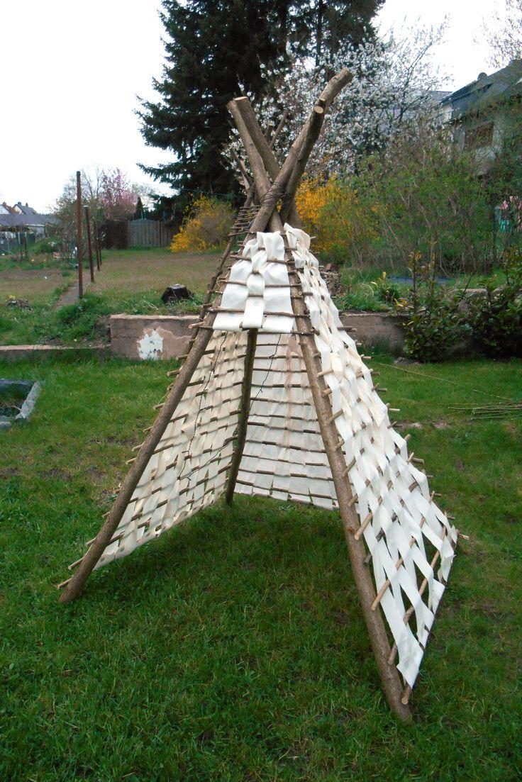 Indianer Tippi Zelt DIY für Kinder aus Buchenholz, altem Sonnensegel und Solarlichterkette