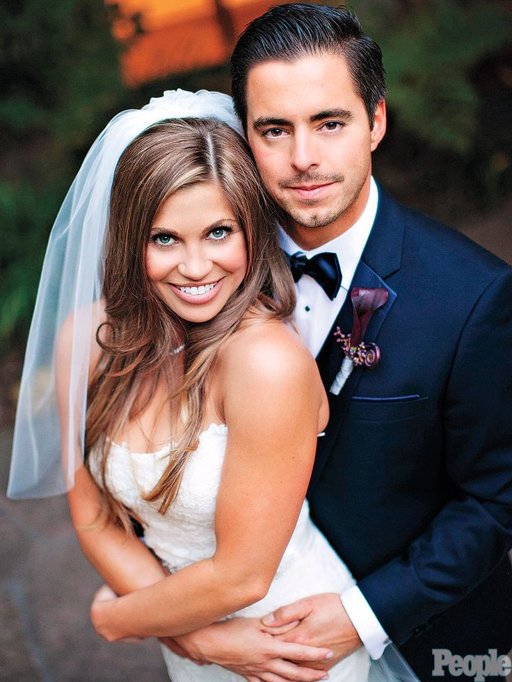 Danielle Fishel marries. I could NOT be more jealous of how beautiful she is!!!