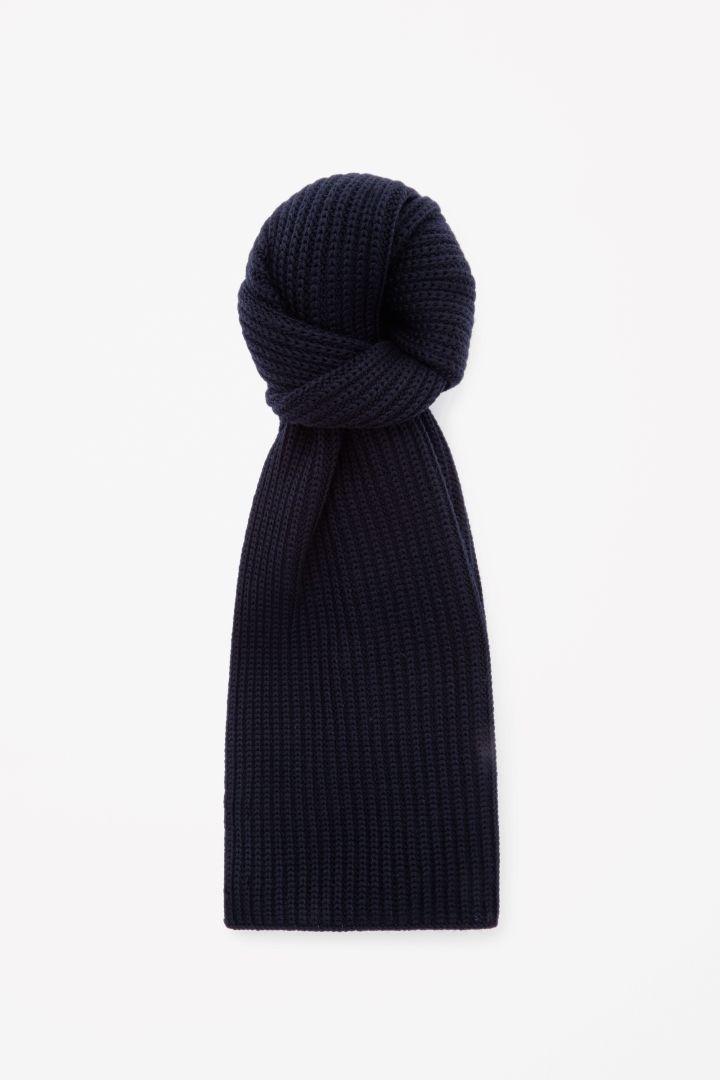 COS   Chunky wool scarf