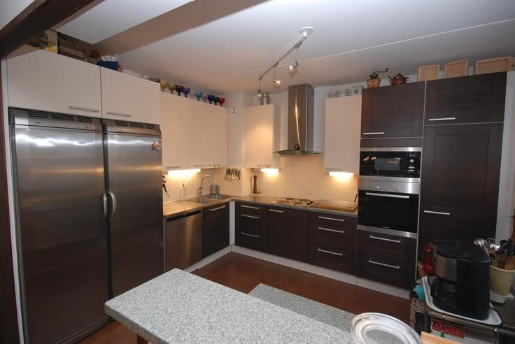 ruskeavalkoinen keittiö  Keittiö  Pinterest