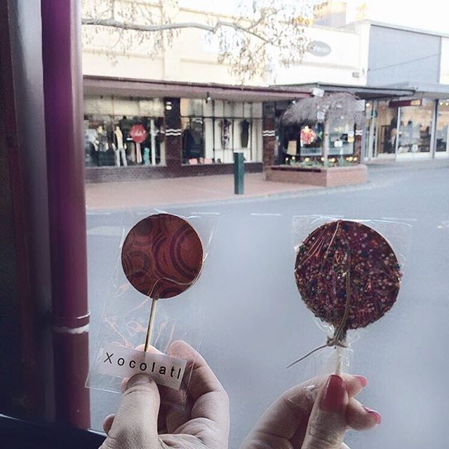 🇦🇺Felt like we stepped back in time when we bought these chocolate lollipops 🍭🍭 @xocolatlcafe CANTERBURY #xocolatl #canterbury #melbourne #melbournelifelovetravel #chocolate #delicious #lollipops #dessert #chocolatelovers #sweets #visitmelbourne #melbourne #instaeats #instagood #instafood #instasweets
