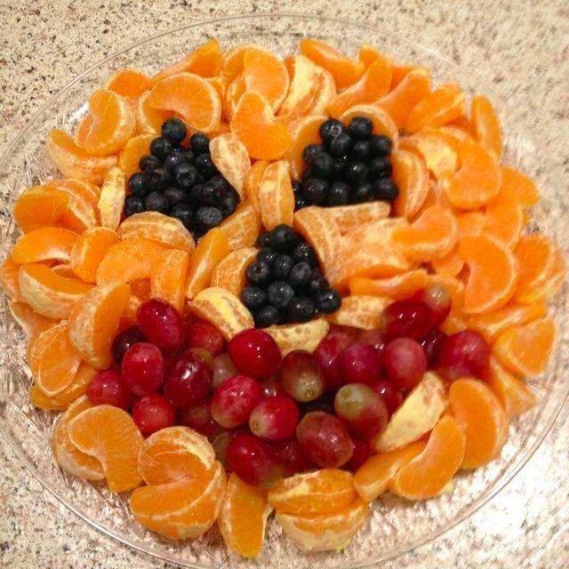 Super cute, clean eating Halloween idea! Oranges, blueberries, grapes