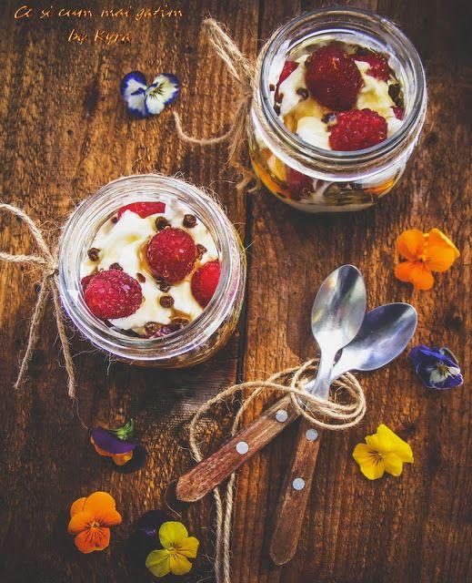 Ce si cum mai gatim: Zmeura cu iaurt grecesc, miere de castane si pastu...