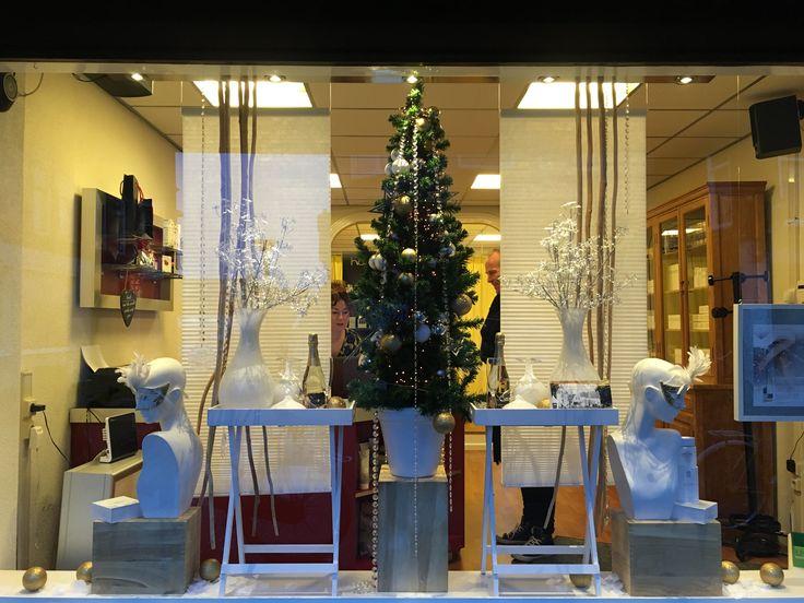 Kerst etalage bij schoonheidssalon . Ontwerp en styling Rich Art design Assendelft