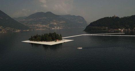 По гигантскому озеру в Италии проложили пешеходные дорожки  http://lnk.al/1fwM  На итальянском озере Изео построили плавучую тропу, состоящую из десятков пластмассовых кубов, покрытых желтой тканью.  #Италия #Изео #Italy #Iseo #MyInforms