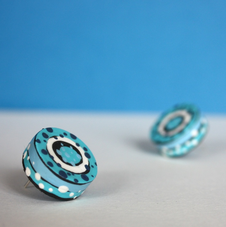 Woody earings, painted by acrylic colours and varnished.  www.fler.cz/lenka-poselova