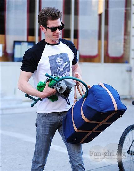 """Andrew Garfield (attore britannico, ultimamente ha interpretato l'Uomo Ragno nel fim """"The Amazing Spider-Man"""",  2012)"""