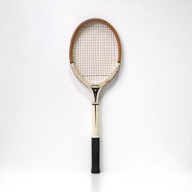 スポーツバーやパブのインテリアにいかがですか♪ヴィンテージな味わいが素晴らしい雰囲気を醸し出してくれるテニスラケット  商品ID32267C 商品名アンティーク 木製テニスラケット(ダンロップ/DUNLOP) 輸入国イギリス サイズ幅:230 長さ:690mm 重さ:500g 業販価格¥4,800 (¥5,184 税込)  #テニスラケット #アンティークラケット #スポーツインテリア #インテリア #interior #アンティーク #antique #アンティーク家具 #antiquefurniture #アンティーク家具屋 #アンティーク家具販売 #イギリスアンティーク #イギリスアンティーク家具 #イギリスアンティークマーケット #英国アンティーク #英国アンティーク家具 #フランスアンティーク #フランスアンティーク家具 #フランスアンティーク雑貨  http://www.antique-flandre.com/products/detail9965.html