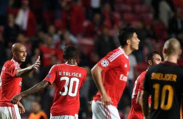 Atajadón de Muslera frustra gol de Raúl Jiménez en Champions - Benfica sumó su tercera victoria en la presente edición de Champions League y con el resultado escaló hasta la primera posición del sector C en un...