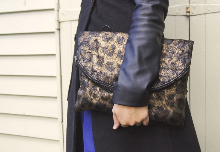 DIY reversible bag clutch. Check out more on blog