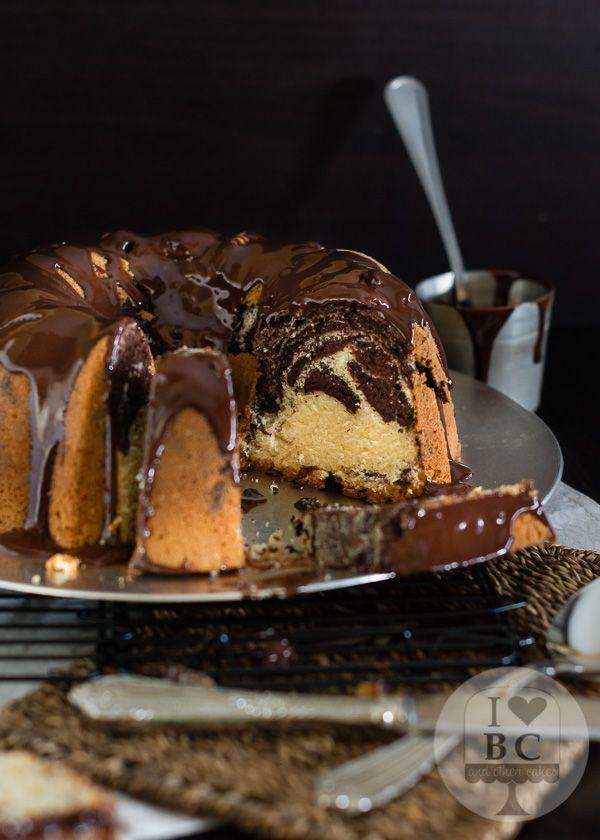 Marbled Bundt Cake con glaseado de chocolate