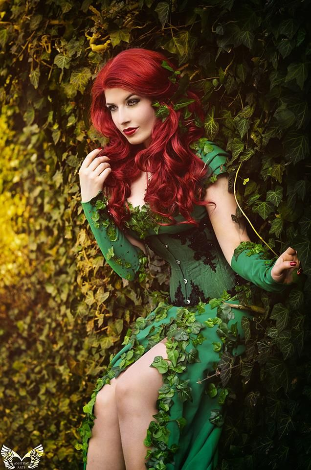 Character: Poison Ivy / From: DC Comics 'Gotham City Sirens' & 'Batman' / Cosplayer: La Esmeralda / Photo: Ashtray Arts Photography