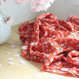 100% cambric cotton (zeer fijn katoen) van Atelier BrunetteKleuren: rood, blauw, wit (Kleurechtheid is soms lastig te beoordelen op een scherm. Bij twijfel, bestel eerst een proefstaaltje)140 cm breedGeschikt voor blouses, jurken, shirts en kinderkleding.