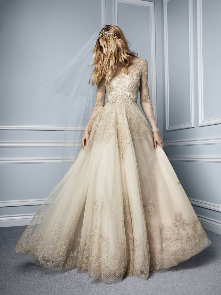 Esta colección otoño de Monique Lhuillier para novias, ¡tiene magia! #novias #vestidosdenovia #tendencias #bodas #moda