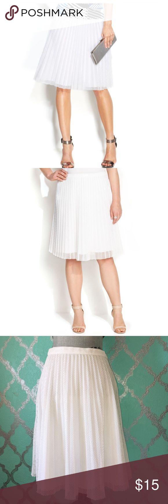 Calvin Klein Pleated Skirt Calvin Klein Pleated Skirt Size: 2  Color: White Calvin Klein Skirts Midi
