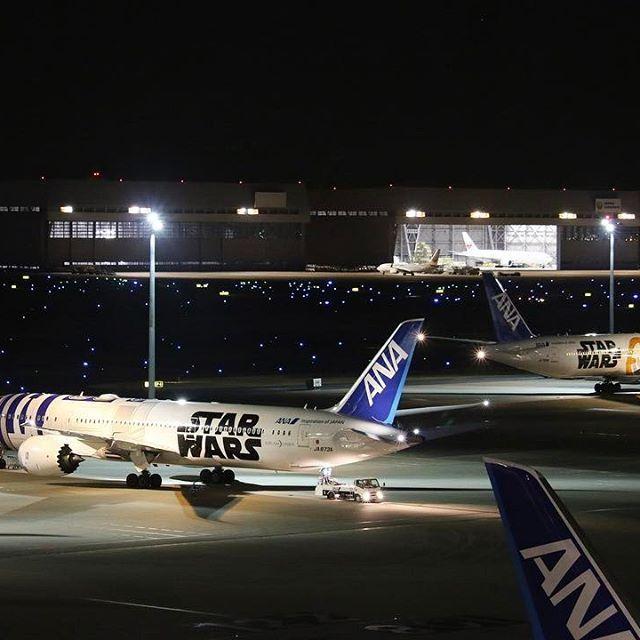 Instagram【haneda.airport_international】さんの写真をピンしています。 《ANA スターウォーズ機が2機揃いました✈️やはりR2-D2とBB-8は、夜景が似合いますね!3月に国内線に加わる新塗装も要チェックです。 #airplane #starwars #ana #ヒコーキ #夜景 #空港夜景 #羽田空港国際線ターミナル #nightview #ヒコーキ #trip #travel #airport #羽田空港国際線ターミナル #hanedaairportinternationalterminal #TIAT #羽田空港 #haneda #飛行機 #hanedaairport #羽田から行く海外 #hanedainstagram #Tokyo #japan》