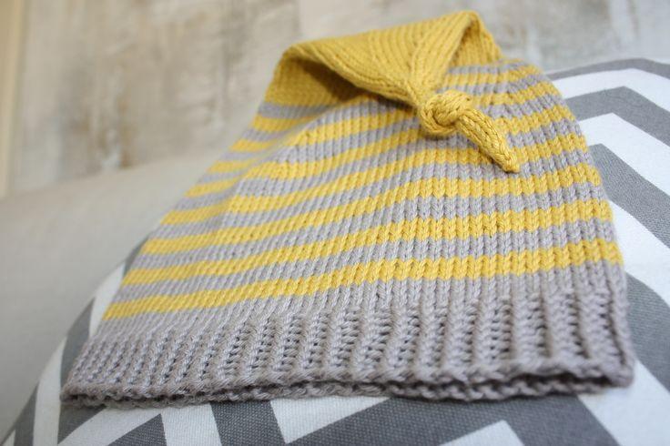 Lue strikket i garn fra Søstrene Grene. Oppskrift funnet hos peneleneshobbyside.blogspot.no #Knit #strikket #lue #stripes