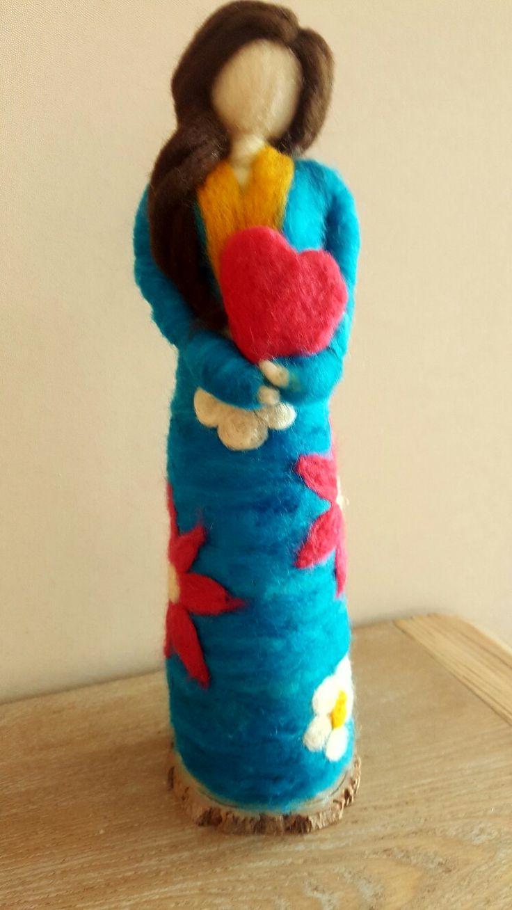 Muñeca en Vellón Agujado MimarAmar Telares y Vellones. Ella se llama Isabel. Fieltro.