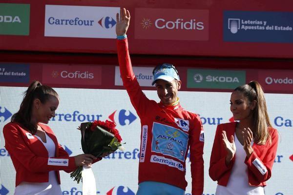 Fabio Aru diventa il 6° ciclista italiano della storia a vincere questa competizione, considerata la terza corsa a tappe di tre settimane piu' importante al Mondo.