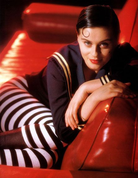 Lisa Stansfield rocks my world!! Great smoky alto voice and that curl <swoon>. She lists the great Barry White as one of her influences.