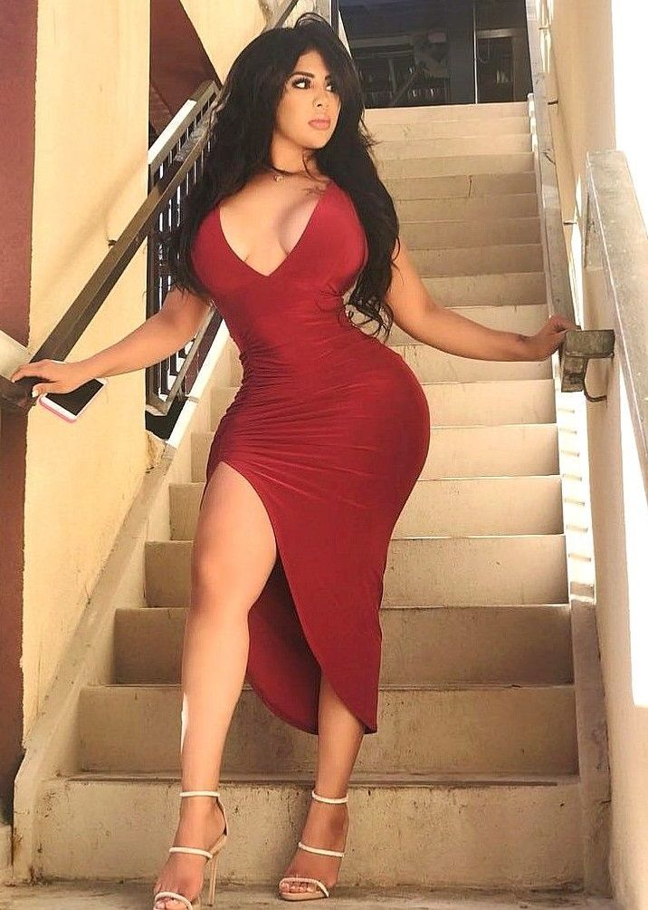 650118c4edf7 Cynthia Martell from Gammybabes Hourglass Figure, Sexy Hips, Fashion  Dresses, Bodycon Dress,