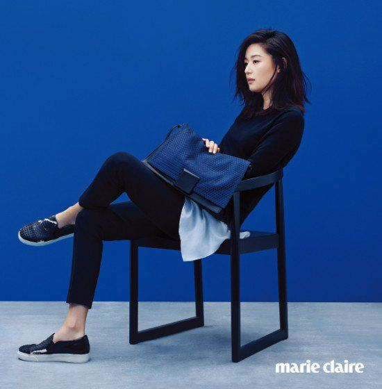 Jeon Ji Hyun looks gorgeous as ever for Marie Claire