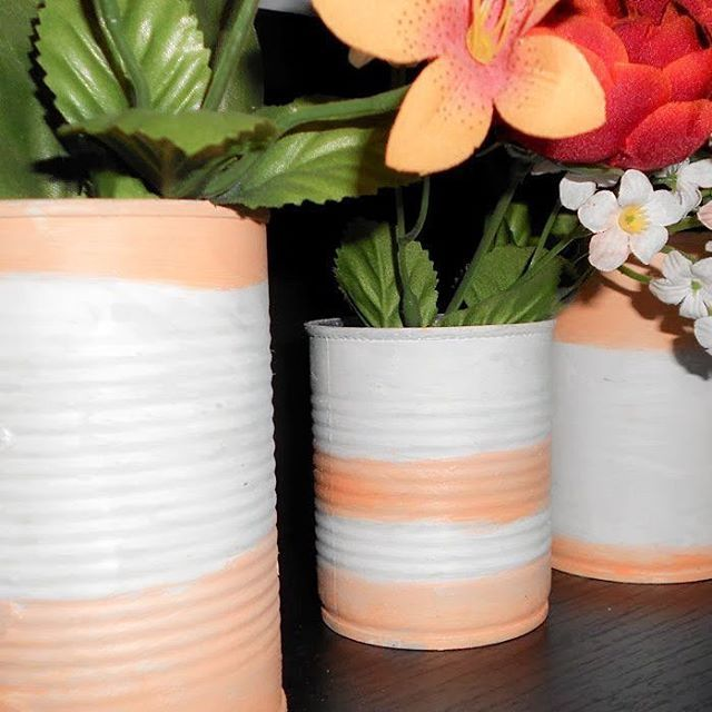 Tin can vases in our home decor! Find the link in the bio. _____________________ #diy #diyideas #diyprojects #diydecor #repurposed #reclaimed #tincan #handpainted #interiordesign #projectoftheday #handmade #homemade #craft #crafter #craftsposure #craftholic #crafttime #craftnight #craftlife #crafters #makeit #doityourself #tutorial #thatsdarling #creativityfound #artwork #upcycle #homedecor #sundayathome #κυριακη_στο_σπιτι