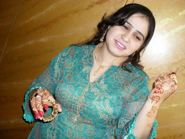 Beautiful Pakistani Newly Married Housewife New Photos -4341