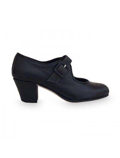 LUZ   Zapato flamenco de mujer en avestruz negro y ante gris oscuro #flamenco #zapatosflamenco #flamencoshoes #zapatospersonalizados #zapatoartesanal #flamencousa #フラメンコシューズ #フラメンコ #flamencojapan #фламенко #фламенковмоскве