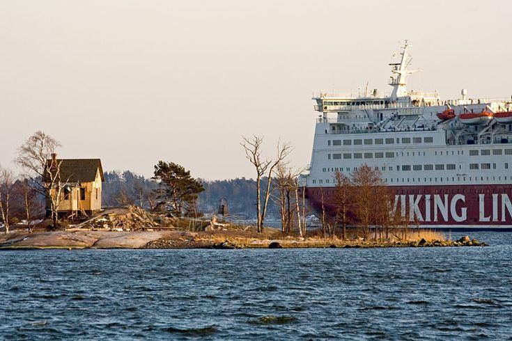 Viking Line M/S Mariella ohittaa Katajanokanluodon Helsinki Finland