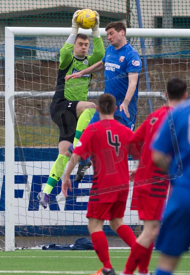 Queen's Park's keeper Wullie Muir churches the ball during the SPFL League Two game between Montrose and Queen's Park.
