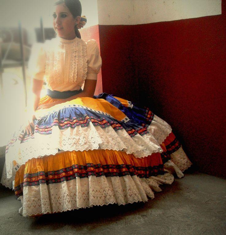 Vestido Tradicional de Adelita. // Traditional Dress. Escaramuza Charra. México.