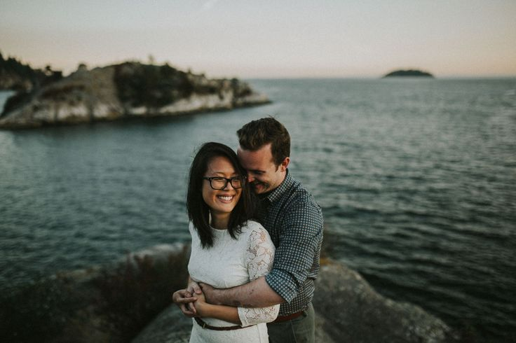 PNW engagement session on the rocks and cliffs of West Vancouver's Whytecliff Park - Photo by Jeff and Cat of the Apartment Photography - Vancouver and Destination Wedding and Elopement Photographers