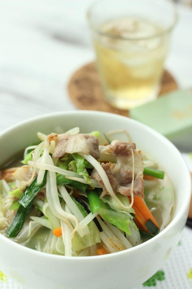 いつものそうめんを ちょっと違った感じで食べませんか? 野菜を炒めてスープも入れて そのまま そうめんを入れちゃうので 深めのフライパンひとつでできちゃいます。