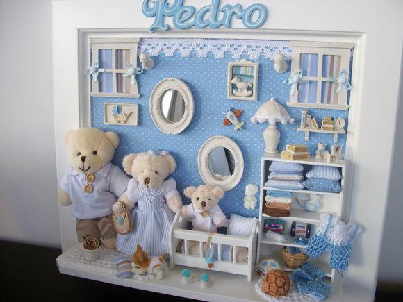 Pode se acrescentar mais ursinhos da familia , o nome do bebê e mudar as cores conforme a preferencia. R$ 350,00