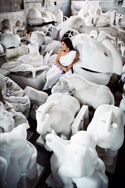 room of creativity: Vita hästar av Anna Wili Highfield..Fernando Botero & en kväll i tomteinhandling väntas..
