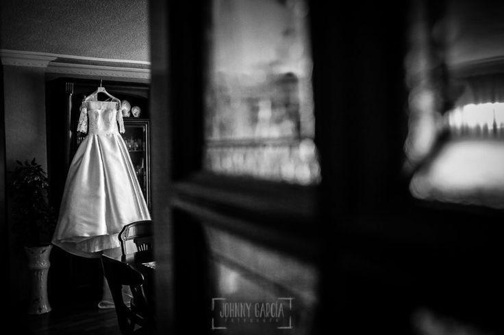 El vestido de la novia colgado