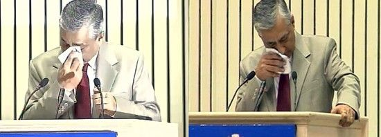 CJI Justice T S Thakur breaks down during joint conference of CMs and CJs in New Delhi on Sunday.