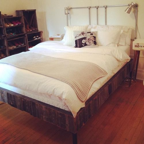 Base de lit recouverte de bois de grange Tête de lit