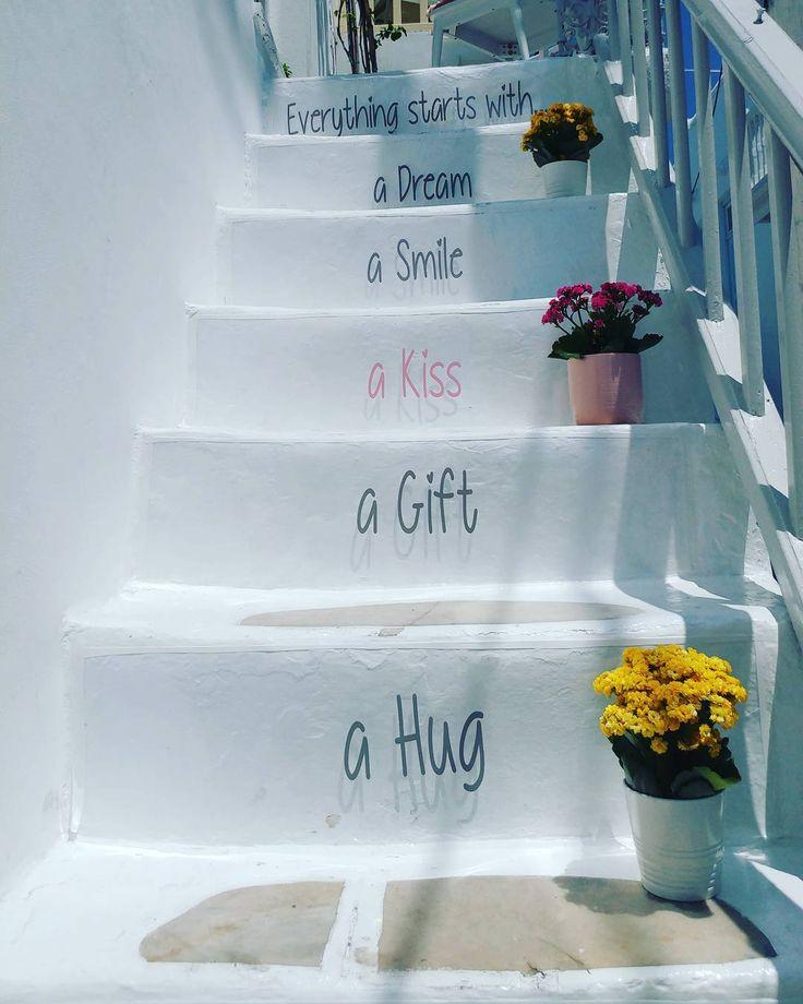 """556 """"Μου αρέσει!"""", 6 σχόλια - @mamatsita στο Instagram: """"Όλα ξεκινάνε μ' ένα όνειρο, ένα χαμόγελο, ένα φιλί, ένα δώρο, μια αγκαλιά. Όχι απαραίτητα μ'αυτή…"""""""