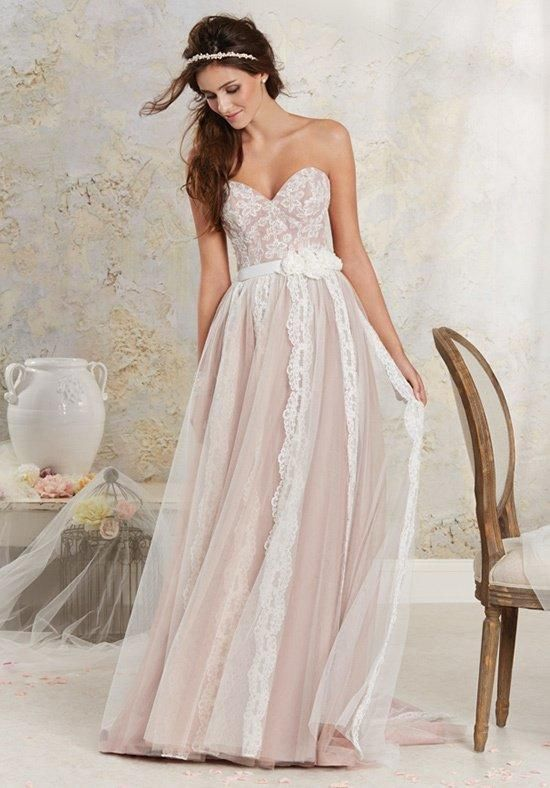 Modern Vintage by Alfred Angelo | Combines waves of classic lace with a sweetheart bodice | https://www.theknot.com/fashion/8532-modern-vintage-by-alfred-angelo-wedding-dress