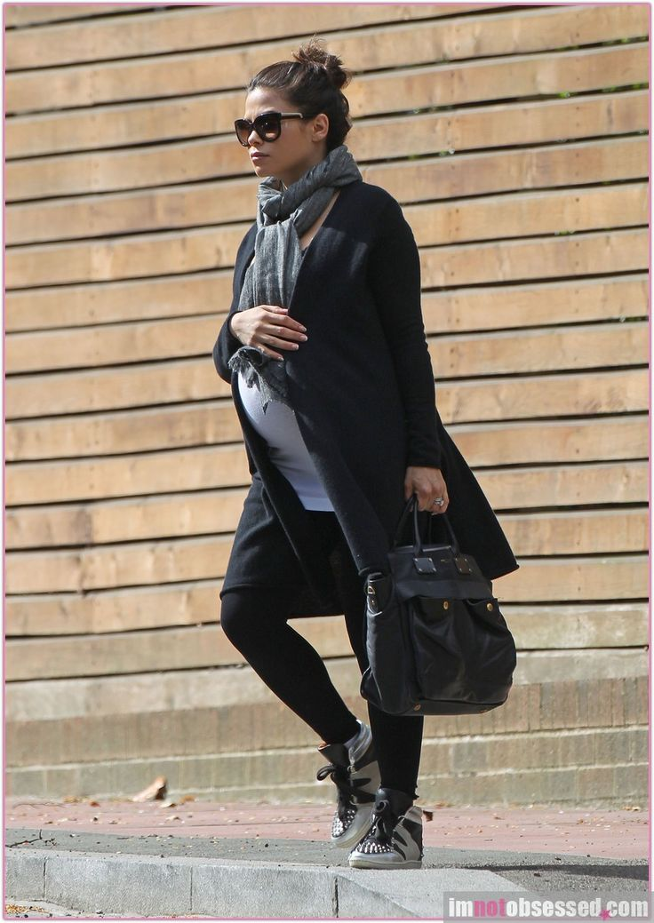 Casual pregnancy outfit for autumn. #maternity fashion, #style