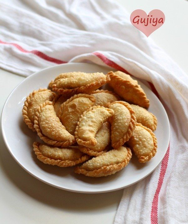 Gujiya recipe - A sweet indian flaky pastry stuffed with descicatted coconut & khoya filling. served best in holi festival.