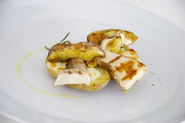 POMMES DE TERRE FARCIES À L'ASAGIO ET AUX CÈPES : http://www.gusto-arte.fr/recettes/pommes-de-terre-farcies-a-lasagio-et-aux-cepes/