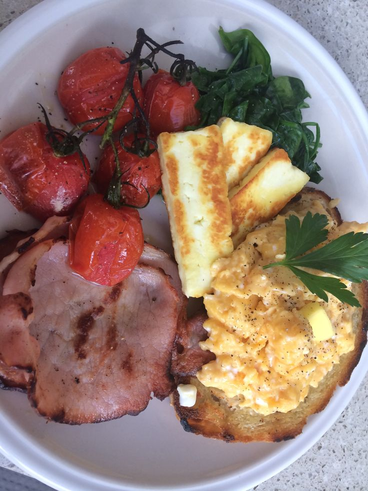 #homecooked #scrambledeggs grilled #bacon #haloumi wilted #babyspinach and roasted #cherrytomatoes